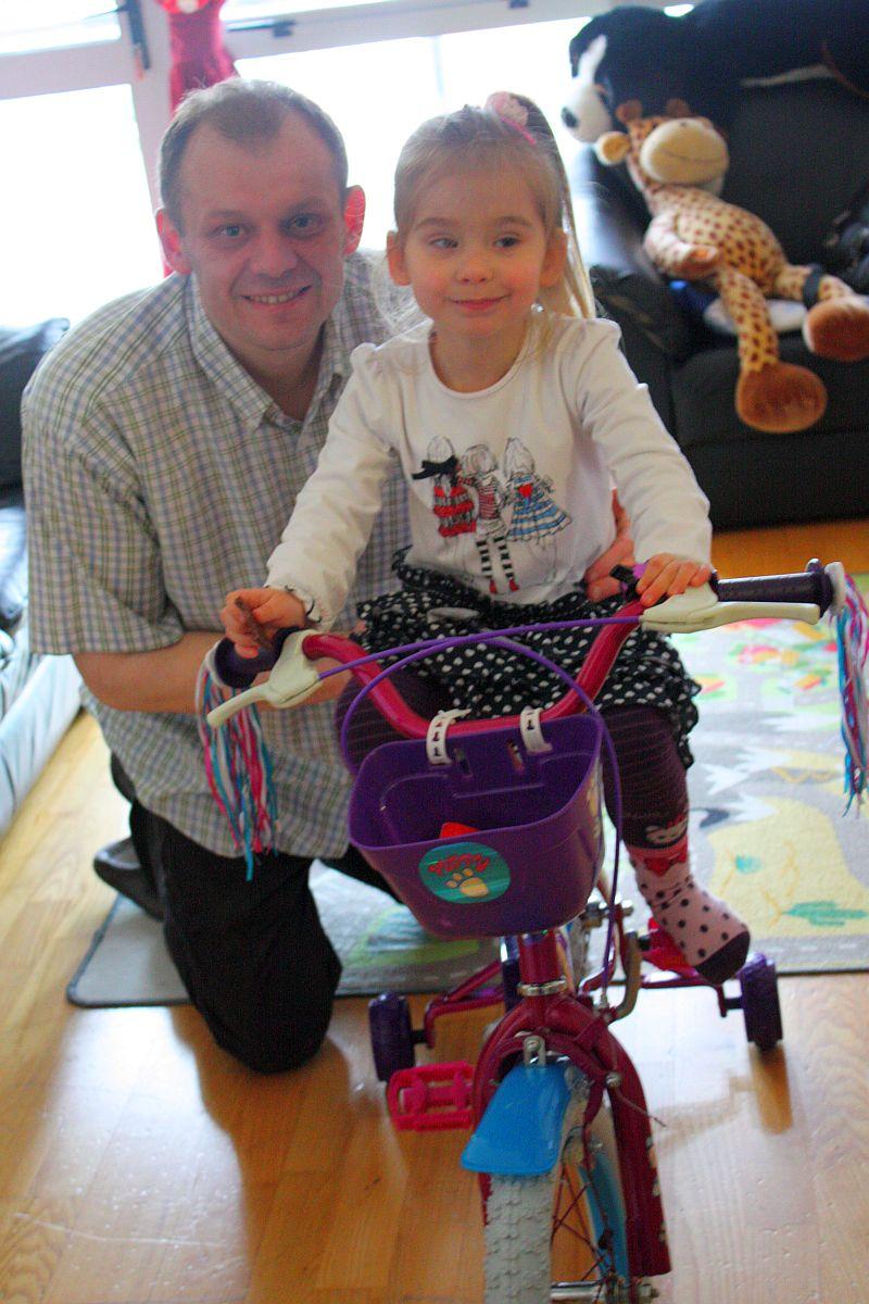 Ja z tatą - po skręceniu rowerka
