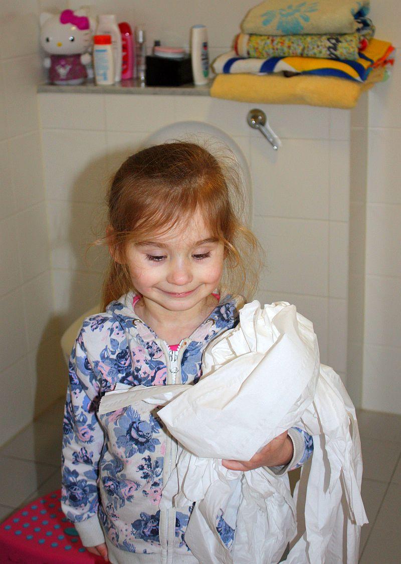 Ozdoby można zrobić też z toaletowego papieru
