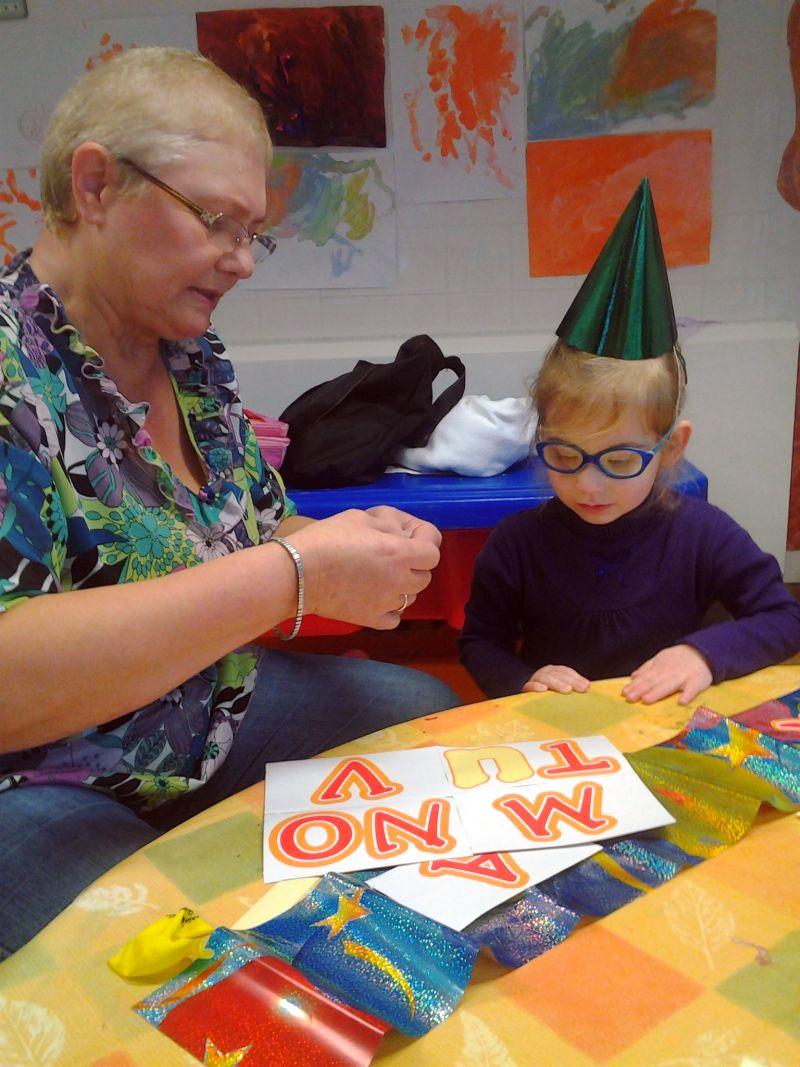 Z babcią Kuby szykujemy urodzinowy baner