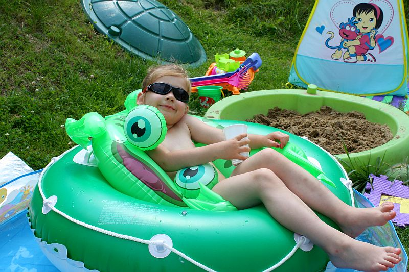 R E L A K S. Dalia: Mamo, gdzie są moje sunglasses?