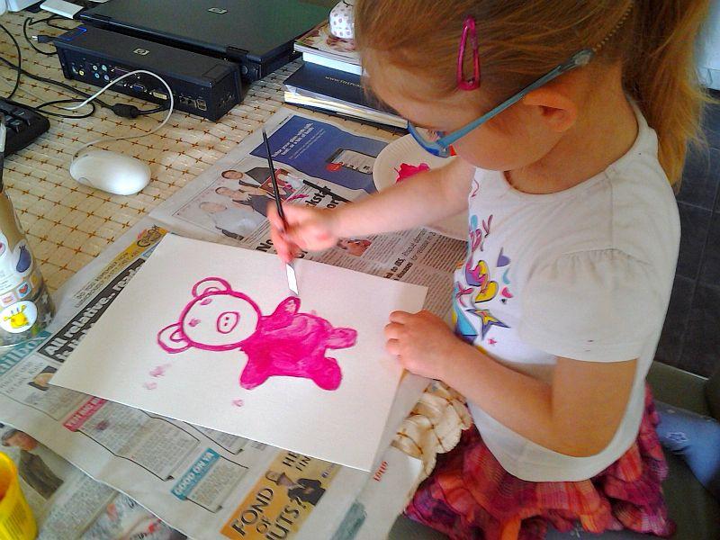 Chrumek malowany akrylami (z pomocą mamy)