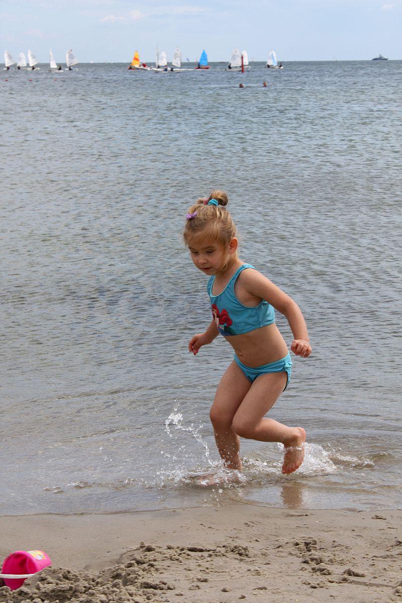Uciekam przez meduzą :-)