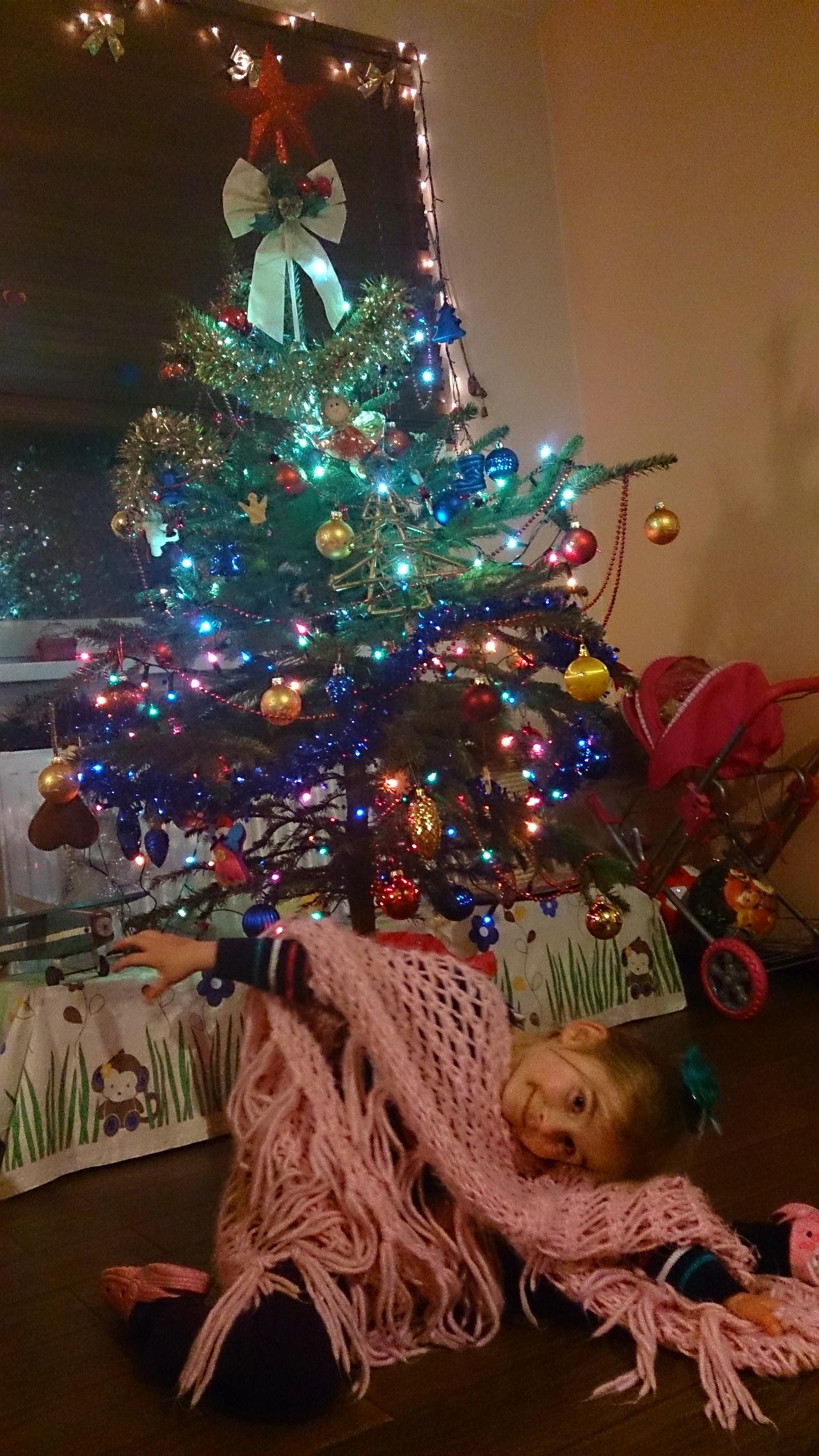 Świąteczne przygotowania - sama ustroiłam choinkę
