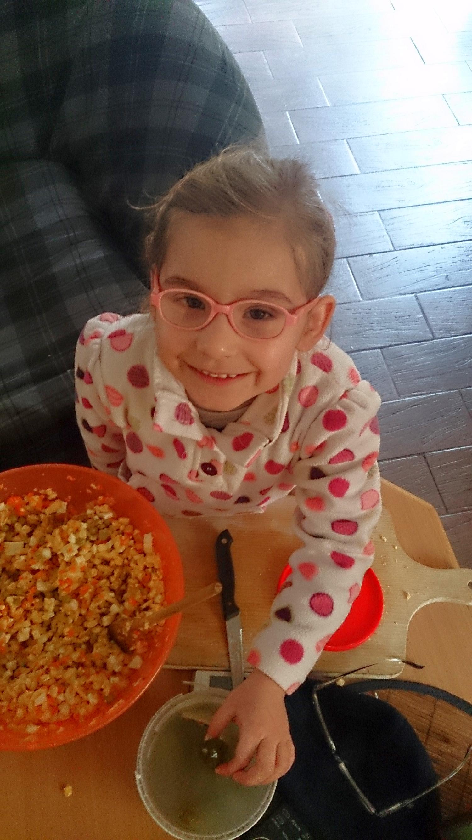Świąteczne przygotowania - robię sałatkę