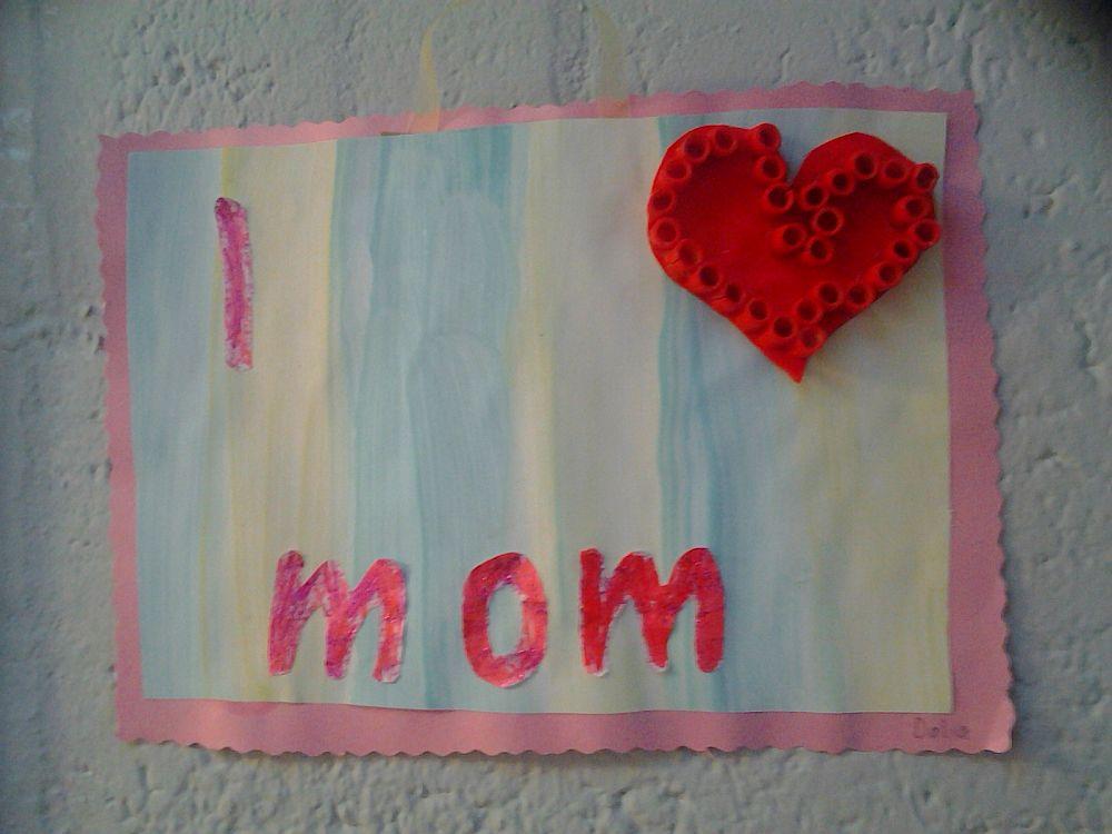 Wystawa w przedszkolu: Za co kocham moją mamę?