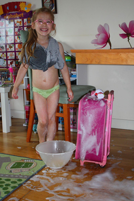 Myję walizkę