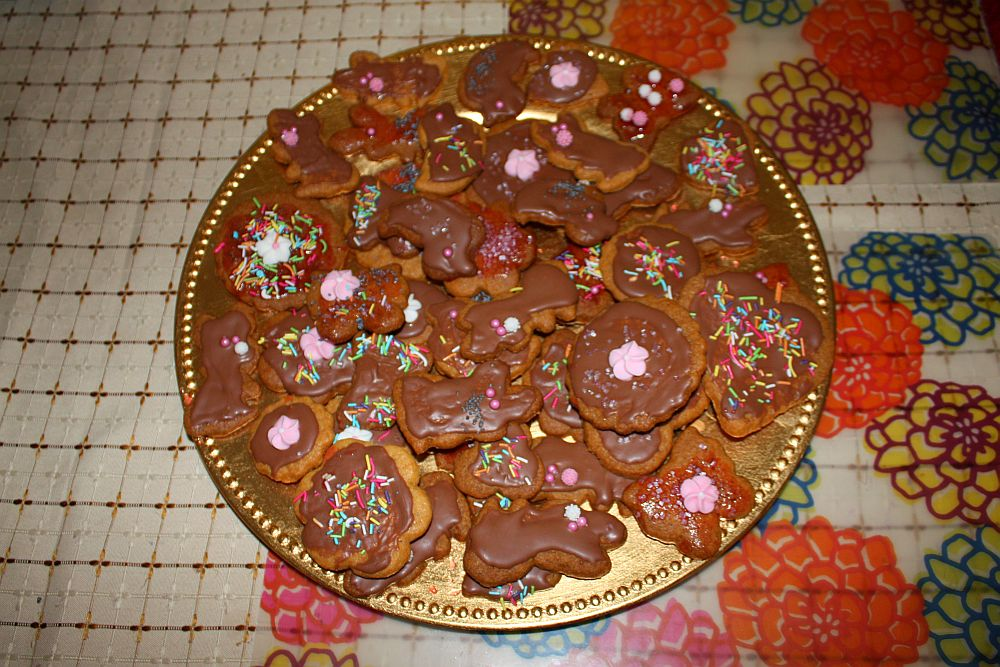 Wielkanocne ciastka robione z mamą