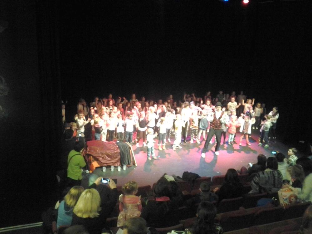 Dalia z Amelką na scenie podczas Dracula Show