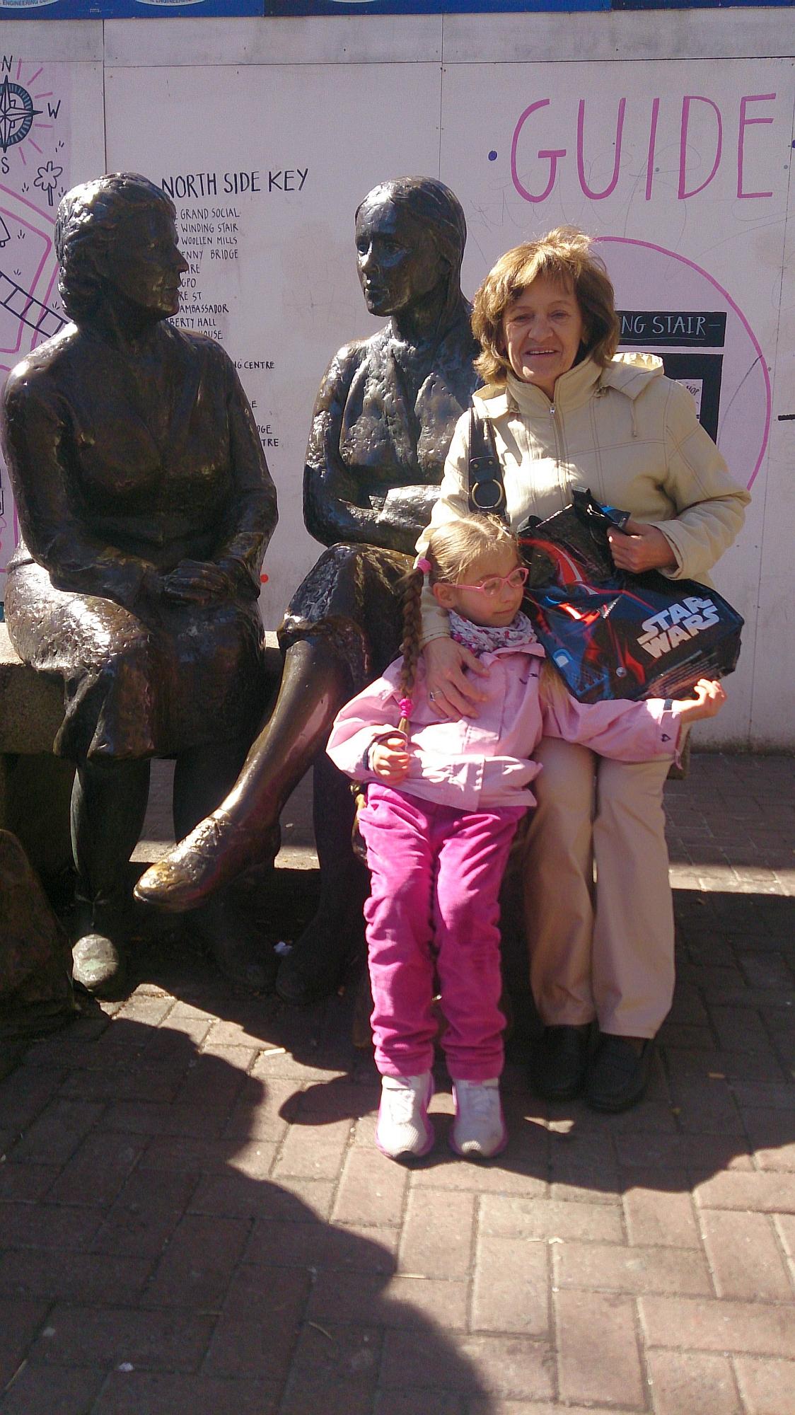 Dalia z babcią Elą w Dublinie