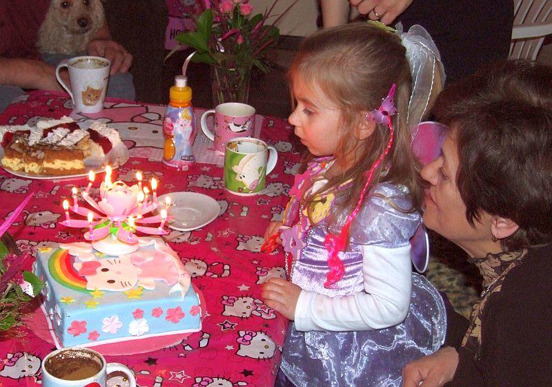 Pomyśl życzenie i zdmuchnij świeczki