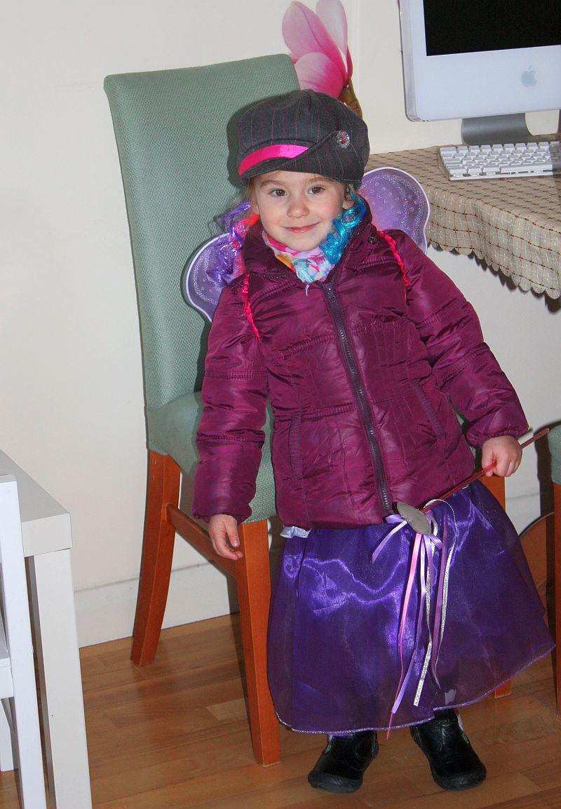 Gotowa do wyjścia na Halloween Party!