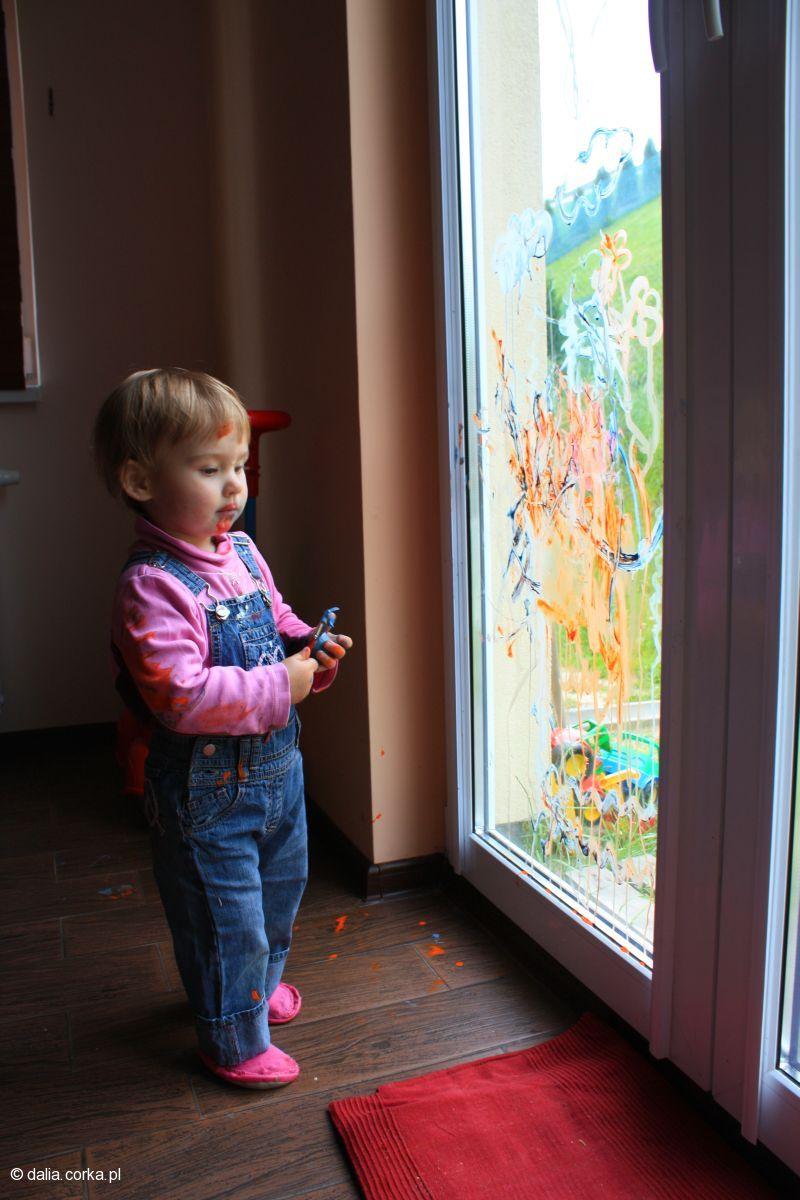 Artysta skupiony na swoim dziele